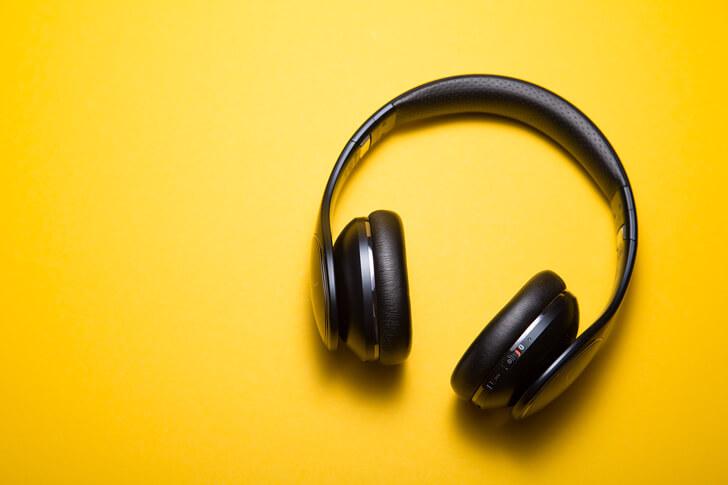 論理思考力の鍛え方1:論理思考力が高い人の音声を毎日聴く